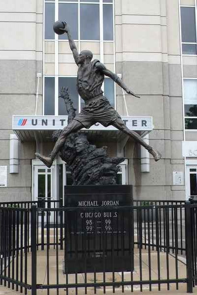 Statue de Mickael Jordan - photo de Jocelyn Richez