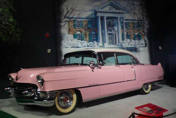 cadillac rose d'Elvis - photo de Jocelyn Richez