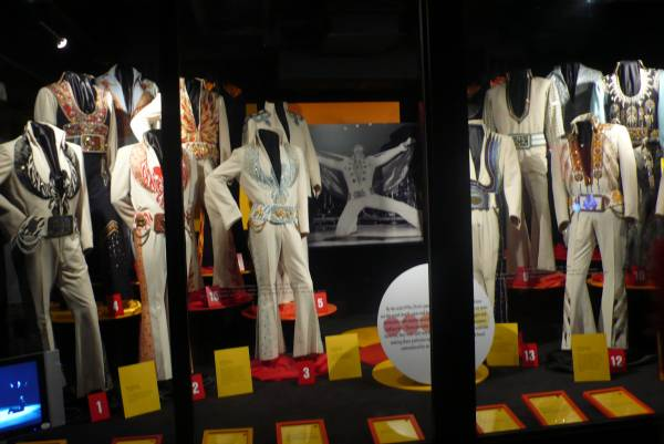 costumes d'Elvis - photo de Jocelyn Richez