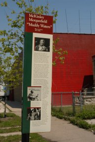 devant la maison de Muddy Waters - photo de Jocelyn Richez