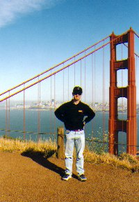 devant le golden gate bridge