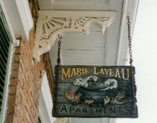 enseigne Marie Laveau apartments - photo de Jocelyn Richez